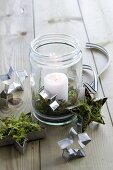 Tea light with candle and star decorations made of moss
