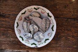 Ziersteine mit Schriftdruck als Pflanzschilder