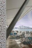 Das Museum für Islamische Kunst - Blick von der Terrasse auf das Meer und die Skylines von Doha