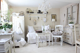 White shabby-chic living room