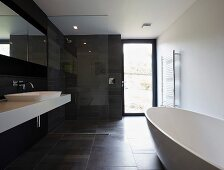 Point 7, Winchester, United Kingdom. Architect: Dan Brill Architects, 2014. Black and white designer bathroom with free-standing bathtub