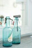Vintage Flaschen in Türkis mit Schnappverschluss