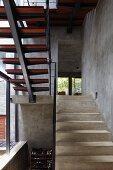 Treppenhaus mit Betontreppen im Architektenhaus