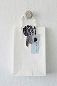 Concrete ornaments - wall hook with concrete flower-shaped knob and pendant with concrete heart