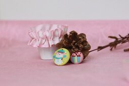 Pine cones, beaker with ruched ribbon & festive badges
