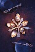 Löffelstern: Kerzenständer aus antiken Silberlöffeln