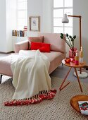 DIY – a woollen blanket brightened up with colourful remnant wool