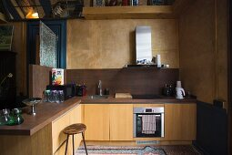 L-shaped kitchen counter in shades of brown