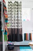 Graphic patterns and accents of colour in bathroom