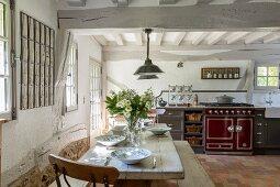 Rustikale Küche in einem Bauernhaus