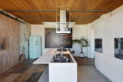 Modern island counter with hob in rustic kitchen