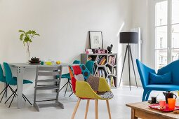 Colourful designer furniture in Pop-Art living room