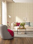 Non-woven wallpaper with a rose design in a cosy and welcoming living room