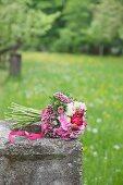 Bouquet mit Bartnelken, Rosen, Astern und Hortensien