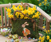 Moss bag with daffodils