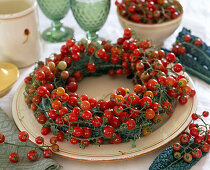 Cocktail tomatoes and cabbage leaves wreath