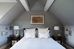 Double bed below roof beams