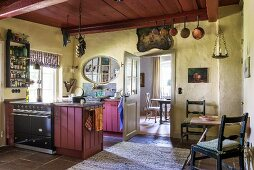 Vire into dining room from vintage kitchen