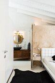 Elegantes Schlafzimmer mit Bad Ensuite