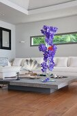 Vertical flower arrangement in living room with horizontal window