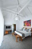 Open roof structure in bedroom