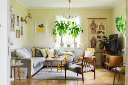 Living room in warm shades with vintage charm