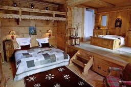 Rustic bedroom with ensuite bathroom on platform in chalet