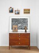 Bilder über Vintage Kommode im Schlafzimmer