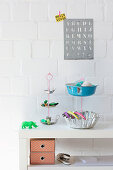 DIY cake stands made from recycled cake tins and bowls