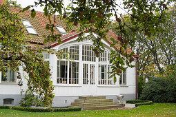 Elegant Swedish house with conservatory