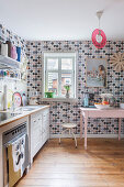 Retro polka-dot wallpaper in eclectic kitchen