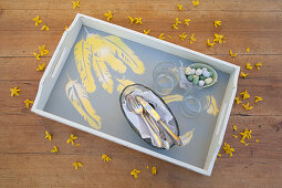 Tray with hand-made feather pattern