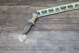 Vintage-style bookmark with pendant made from old yarn reel