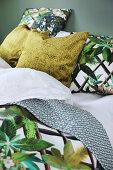 Jungle-patterned bed linen