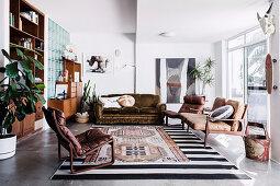 Lounge mit Vintage Sitzmöbeln