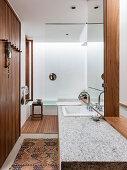 Modernes Bad in Naturtönen