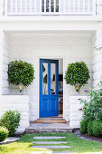 American style summer house entrance