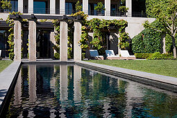 Garden with pool and sun beds
