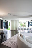 Luxurious black-and-white open-plan interior with access to courtyard
