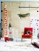 Weihnachtliche Wohnraum-Dekoideen in Rot und Weiss
