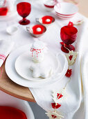 Christmas table in red and white