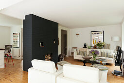 TV in lounge with fireplace in black partition wall
