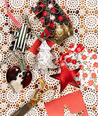 Christmas-tree decorations handmade from pastry cutters and coloured paper