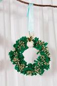 DIY-Weihnachtskranz aus Stoffresten