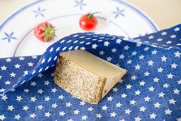 DIY-Wachstuch für die Aufbewahrung von Käse
