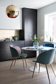 Round table with shell chairs in the kitchen
