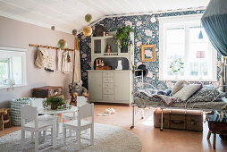 Blue floral wallpaper in vintage-style child's bedroom