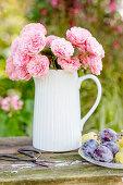 Rosenstrauß in Milchkanne
