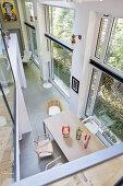 Blick vom Zwischengeschoss auf Durchgangsbereich in Loft-Wohnung