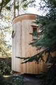 Holzverkleidetes Tiny House